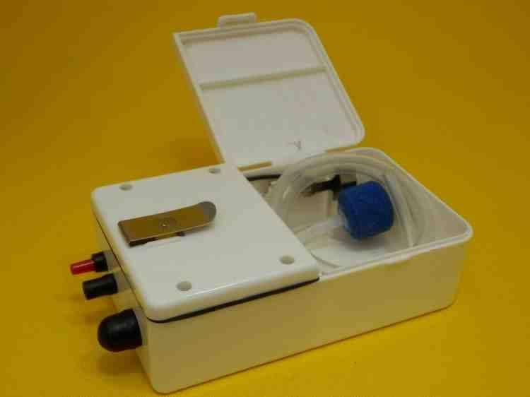 Компрессор Xilong (Ксилонг) одноканальный для аквариума на батарейках